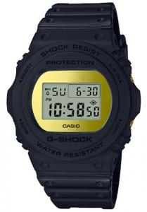 Đồng Hồ Nam Casio G Shock DW-5700BBMB-1 Dây Nhựa - Mặt Mạ Vàng Sáng Bóngtuổi thọ pin 2 năm, Kích thước vỏ48,9×45,4×13,4mm,Báo giờ đa chức năng,Tín hiệu thời gian hàng giờ,Lịch hoàn toàn tự động (đến năm 2039).