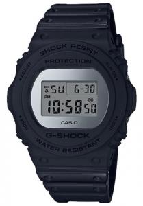 Đồng Hồ Nam Casio G ShockDW-5700BBMA-1Dây Nhựa kết hợp với nền mặt màu xám bạc, tuổi thọ pin 2 năm, Kích thước vỏ48,9×45,4×13,4mm,Báo giờ đa chức năng.Tín hiệu thời gian hàng giờ,Lịch hoàn toàn tự động (đến năm 2039).